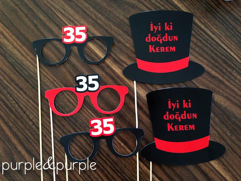 35 yaş temalı parti şapkaları ve gözlükleri